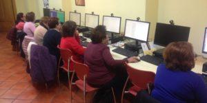 Usuarias de Guareña en un Taller sobre Competencias Digitales